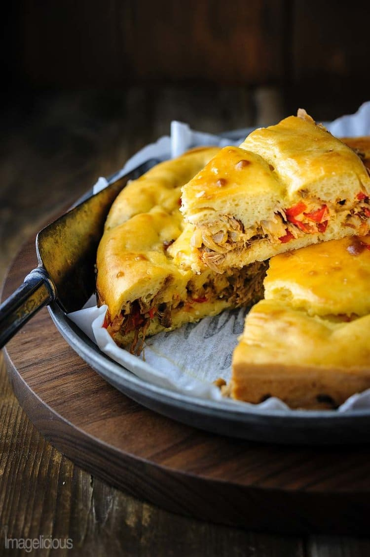 Pulled Pork and Peppers Pie is a great way to use up left over pulled pork. It's delicious warm with a side of salad or cold as a quick snack | Imagelicious