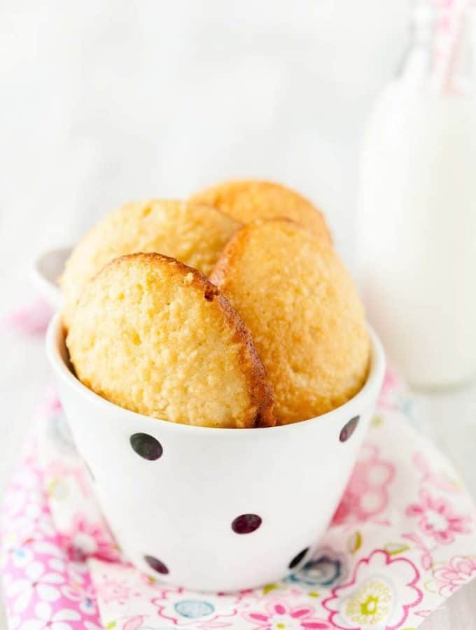 These Soft Almond Cookies are soft and reminiscent of bite size little almond cakes - delicious and delicate! Perfect to end a romantic dinner or start a day with a cup of coffee | Imagelicious