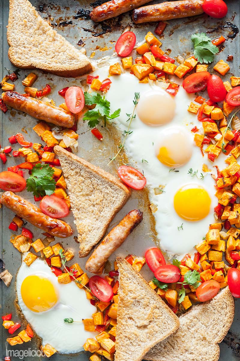 Sheet Pan Full Breakfast is the easiest way to enjoy fried eggs, sweet potato hash brown, breakfast sausages, and toast without using any frying pans. Only a few minutes of prep and full breakfast is cooked in under 30 minutes. Delicious and easy! Perfect for busy weekend mornings | Imagelicious