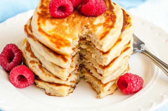 These Greek Yogurt Pancakes are the easiest and fluffiest pancakes you'll ever have. Made with healthy greek yogurt and oats they'll become your favourite breakfast. Make them into waffles for a crispy treat | Imagelicious