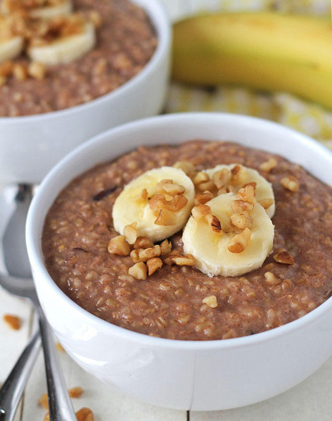 Closeup of a bowl of oatmeal with bananas on top