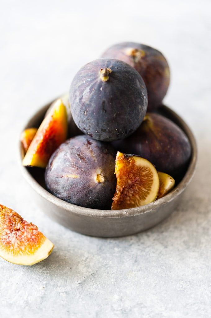 Bowl with figs.